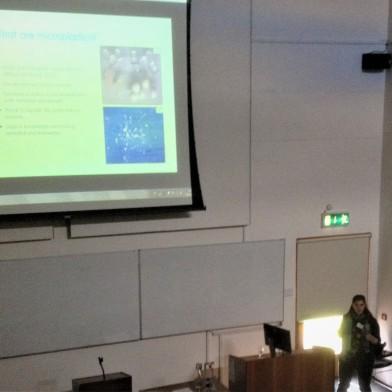 Linda presenting her talk on microplastics